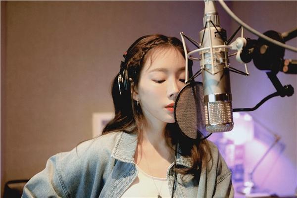 Album đầu tay tại Nhật của Taeyeon mang tênVoice,bao gồm 6 bài hát mới hoàn toàn nhưVoice, I Found You, Horizon, Vanilla, Turnt and Burnt, Signal.Trong đó,Voicesẽ là ca khúc chủ đề.