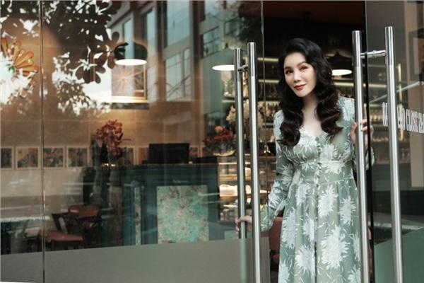 Hồ Quỳnh Hương khoe phong cách sang trọng, quý phái ở độ tuổi gần 40 0