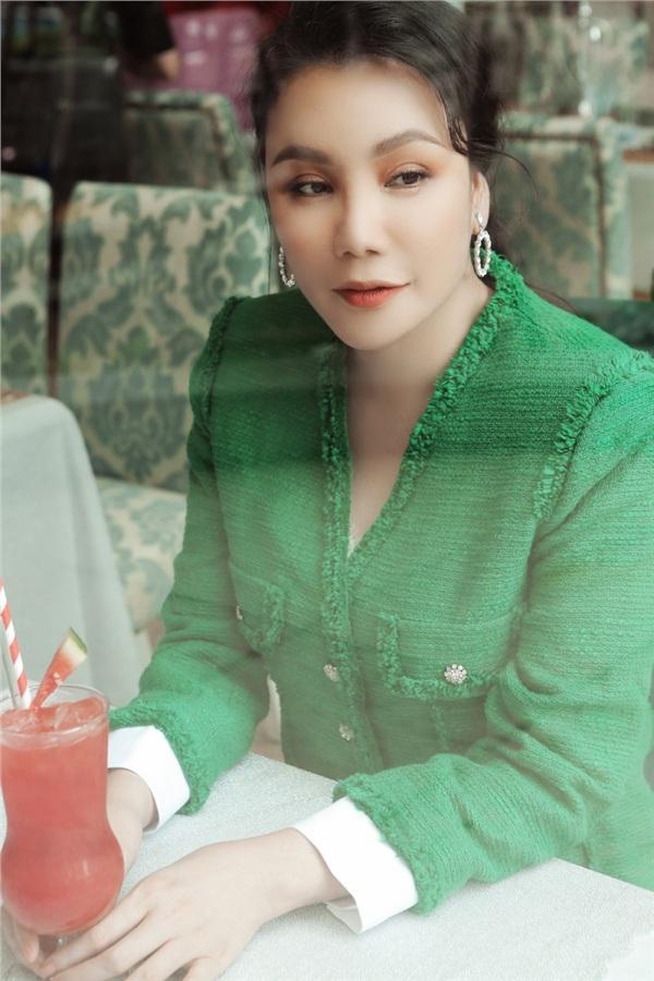 Hồ Quỳnh Hương khoe phong cách sang trọng, quý phái ở độ tuổi gần 40 5