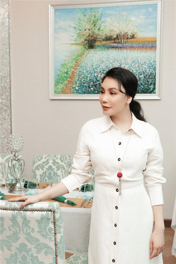 Hồ Quỳnh Hương khoe phong cách sang trọng, quý phái ở độ tuổi gần 40 6