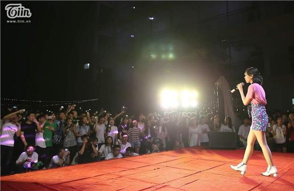 Sự xuất hiện của Min được các bạn trẻ hào hứng.
