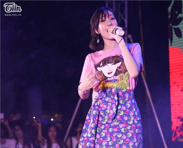Giọng hát ngọt ngào của Min chinh phục tất cả khán giả.