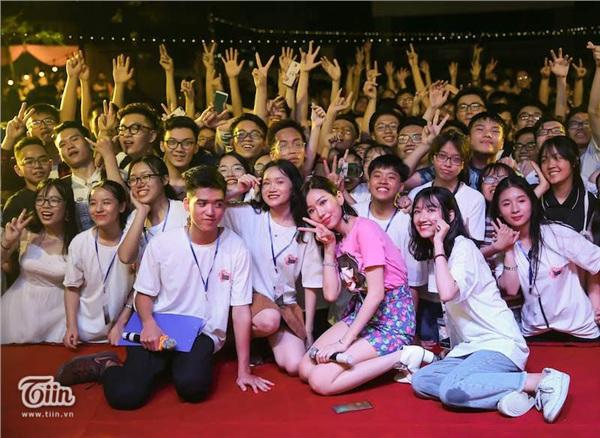 Ca sĩ Min và Lộn Xộn Band thay nhau 'bùng cháy' trong đêm 'Nắng sân trường' 11