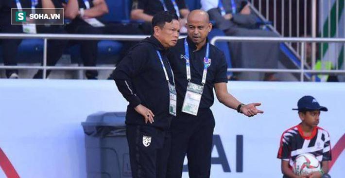Trợ lý Choketawee Promrut (phải) khẳng định chắc chắn ĐT Thái Lan vẫn sẽ triệu tập những trụ cột đang thi đấu ở Muangthong.
