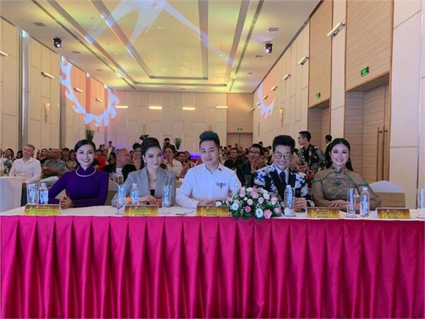 Tùng Dương và Lý Nhã Kỳ hội ngộ trong 1 cuộc thi nhan sắc.