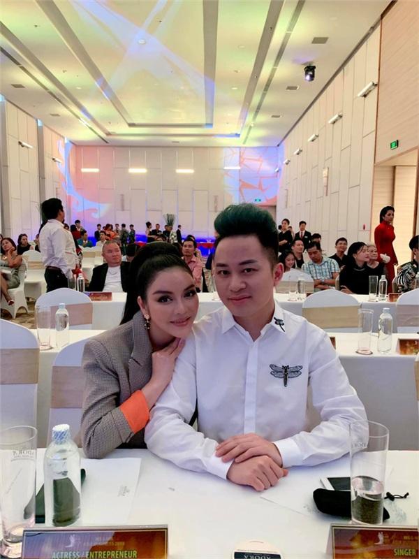 Lý Nhã Kỳ 'xin' được làm bạn gái Tùng Dương trong vòng 15 phút.