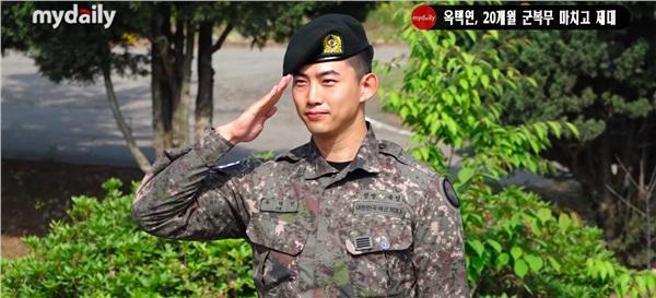 'Đội trưởng Hàn Quốc' Ok Taecyeon (2PM) chính thức xuất ngũ sau gần 2 năm thực hiện nghĩa vụ quân sự 4