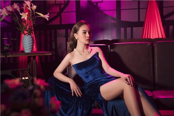Hình ảnh quý cô sang trọng của Giang Hồng Ngọc khi tái xuất showbiz.