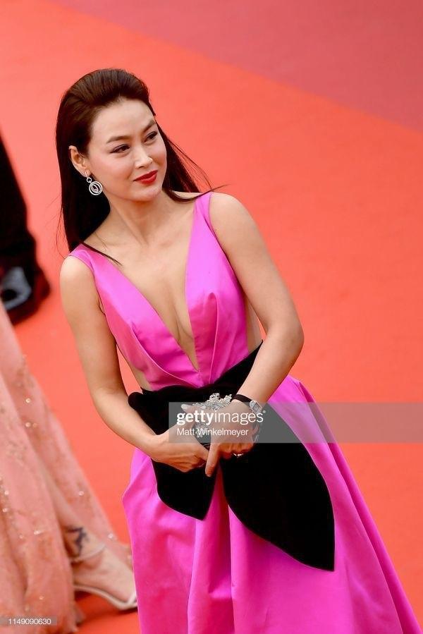 LHP Cannes 2019: Những mỹ nhân Trung Quốc 'vô danh' biến thảm đỏ thành... cái chợ 2