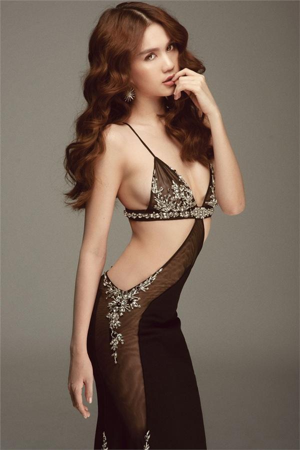 Không phải đến Cannes mới 'hở bạo' đâu, Ngọc Trinh có cả một bộ sưu tập những chiếc váy còn nóng hơn thời tiết Hà Nội đây này! 12