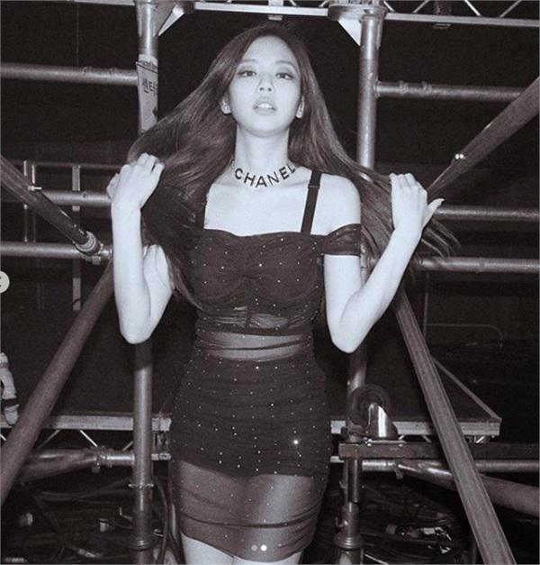 Tỉ lệ cơ thể tuyệt vời của Jennie