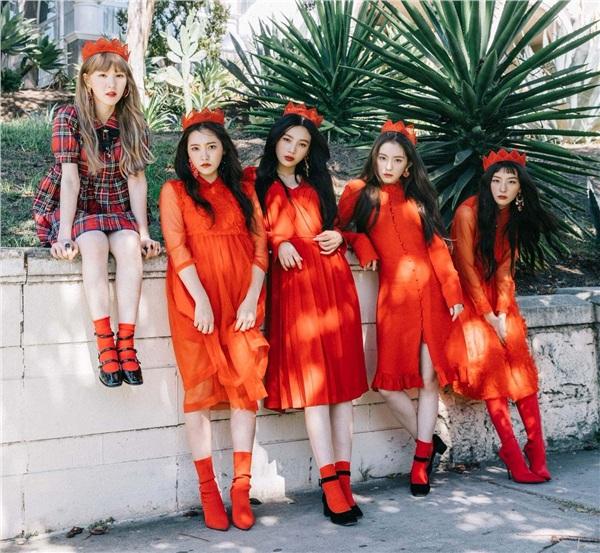 Red Velvet là nhóm nhạc được 'chọn mặt gửi vàng' biểu diễn ca khúc kết thúc đêm diễn tại sự kiện trường Đại học Chung Ang