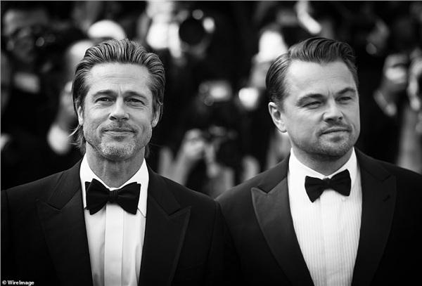 Bộ đôi nam chính của Once Upon A Time In Hollywood là Brad Pitt (55 tuổi) và Leonardo DiCaprio (44 tuổi). Đôi bạn thân tài tử chứng minh rằng đúng là ở làng điện ảnh thế giới thì 'gừng càng già càng cay.'