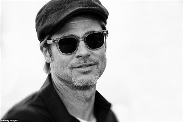 Sau thời gian dài đấu tranh với cuộc ly hôn rắc rối, Brad Pitt trở lại nghệ thuật với dự án điện ảnh được kỳ vọng của đạo diễn Quentin Tarantino. Phim sẽ chính thức được ra mắt khán giả vào mùa hè này.