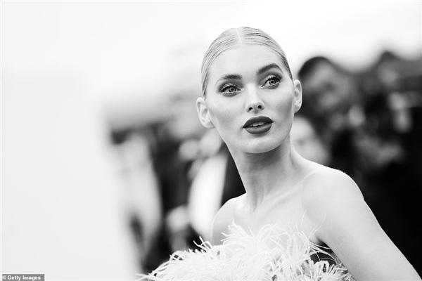 Với gương mặt thu hút, thiên thần Victoria's Secret Elsa Hosk luôn là tâm điểm của mọi ống kính phóng viên.