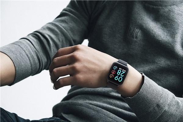 Smartwatch giá rẻ đang được giới trẻ đỏ mắt săn lùng do Thế Giới Di Động phân phối độc quyền 2