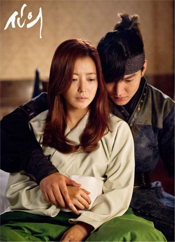 Cặp đôi Lee Min Ho - Kim Hee Sun chênh lệch 10 tuổi nhưng vẫnđẹp đôi