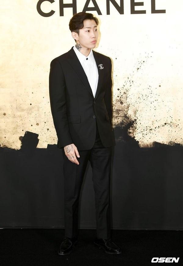 ... và Jay Park cũng nhận được rất nhiều lời khen ngợi trong sự kiện Chanel tại Seoul lần này