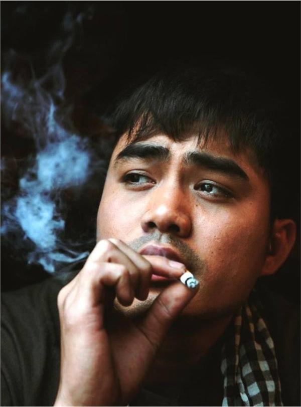 Trọng Hùng (Tên thật: Nguyễn Trọng Hùng)sinh năm 1989, tốt nghiệp Đại học Sân khấu Điện ảnh.Anh từng đầu quân cho Nhà hát Tuổi trẻ 2năm. Sau đó rời đơn vị để tập trung đóng phim truyền hình, lập gia đình.