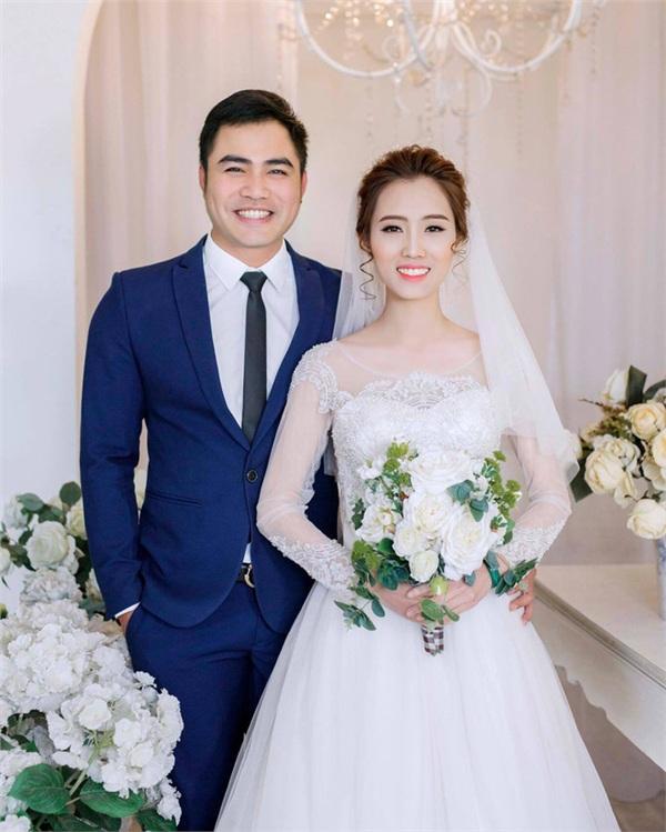 Nam diễn viên Trọng Hùng hạnh phúc bên vợ