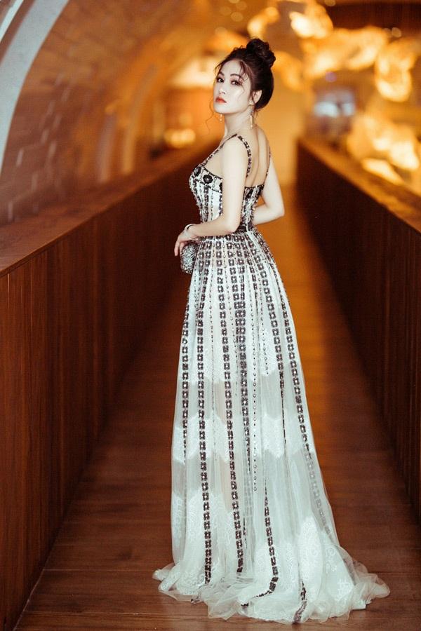 Trở về từ Cannes, Hoa hậu Tuyết Nga xuất hiện lộng lẫy khi tham gia sự kiện trong nước 1