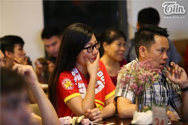 CĐV Hà Nội kéo nhau đến quán cafe của Tư Dũng cổ vũ đội tuyển Việt Nam 8