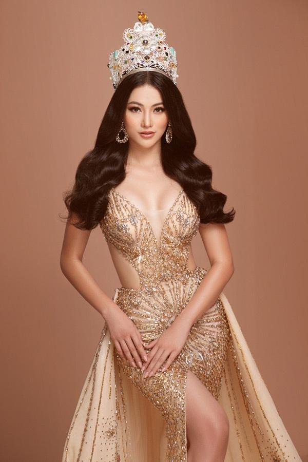 Trên hành trình tìm người kế nhiệm, Hoa hậu Phương Khánh bất ngờkhoe sắc vớivương miện 3,5 tỷ VNĐ 2