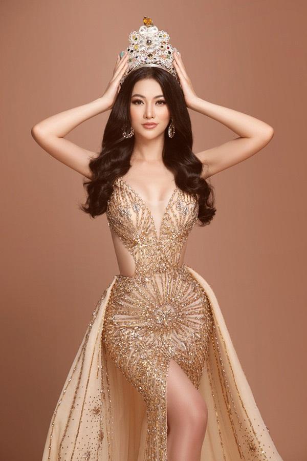Trên hành trình tìm người kế nhiệm, Hoa hậu Phương Khánh bất ngờkhoe sắc vớivương miện 3,5 tỷ VNĐ 4