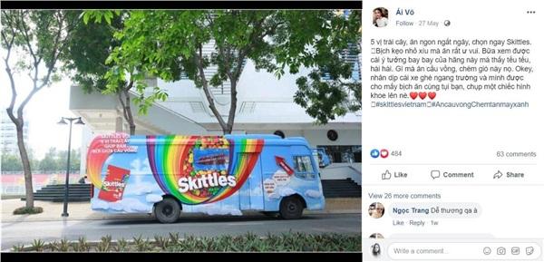 Chiếc xe cầu vồng mang kẹo Skittles với 5 vị trái cây đến các bạn trẻ, tặng các bạn cơ hội vừa ăn kẹo ngon, vừa có thể 'bơi giữa cầu vồng'.
