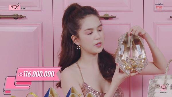 Đôi giày Cinderella của hãng Jimmy Choco được Ngọc Trinh mua với giá 116 triệu đồng nhưng cô chỉ đeo duy nhất một lần để chụp hình
