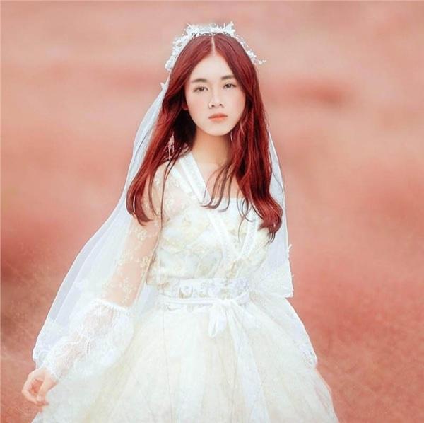 Đăng ảnh gái xinh lên facebook, Khánh ICM khiến dân tình tưởng là nữ chính trong MV mới.