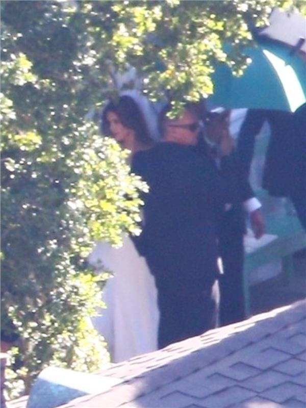 Cô dâuKatherine Schwarzenegger được hộ tống và chăm sóc kỹ càng