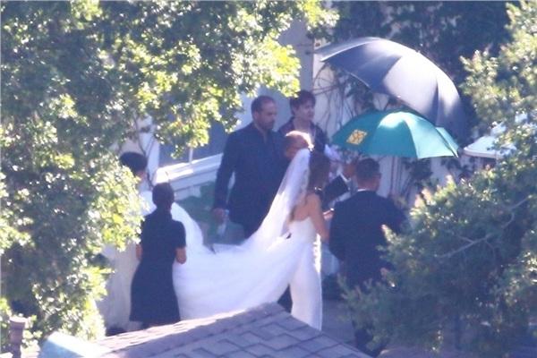 Những hình ảnh hiếm hoi trong hôn lễ của tài tử 'Avengers' và ái nữ gia tộc quyền lực nhất nước Mỹ 2