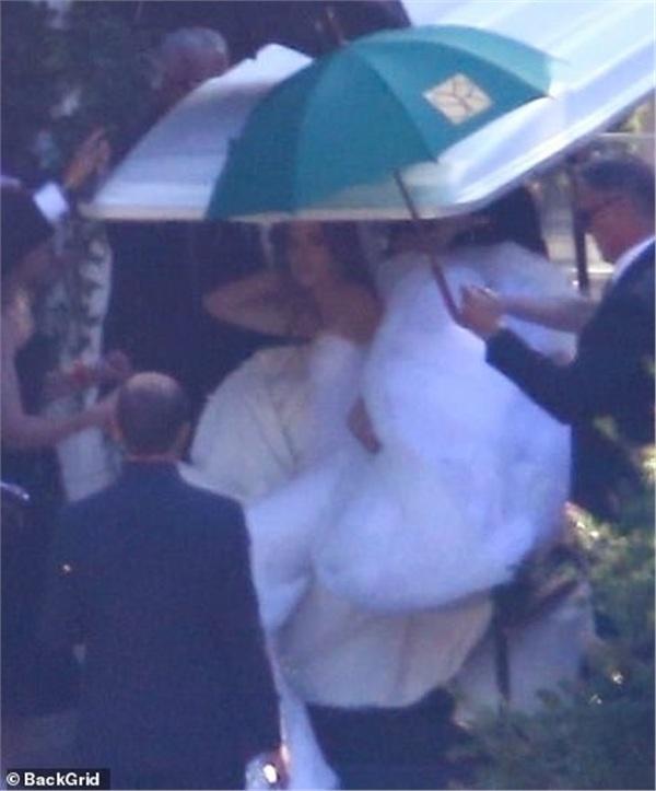 Những hình ảnh hiếm hoi trong hôn lễ của tài tử 'Avengers' và ái nữ gia tộc quyền lực nhất nước Mỹ 4