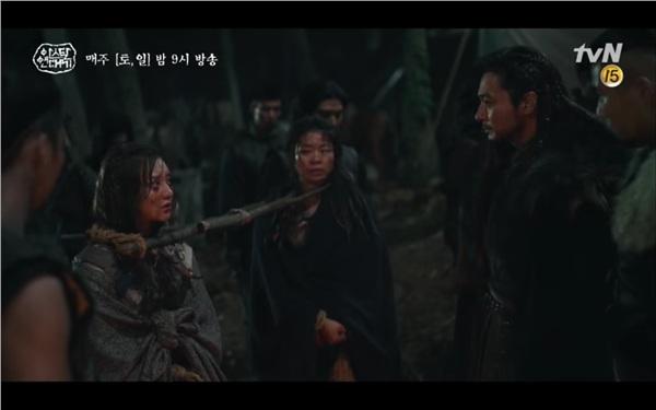 'Arthdal Chronicles' tập 4: Không phải Song Joong Ki, Kim Ji Won mới là người đầu tiên có màn đối đầu gay gắt với Jang Dong Gun 11