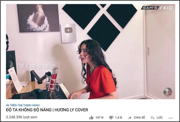 Dù không đầu tư MV như Khánh Phương, nhưng với điểm độc đáo là giọng hát dịu dàng, quyến luyến cùng những nốt nhạc piano và tiếng đàn bầu mang mác buồn, cô bạn Nguyễn Hương Ly cũng theo sát Khánh Phương khi đứng ở No.6 trên Top Trending.