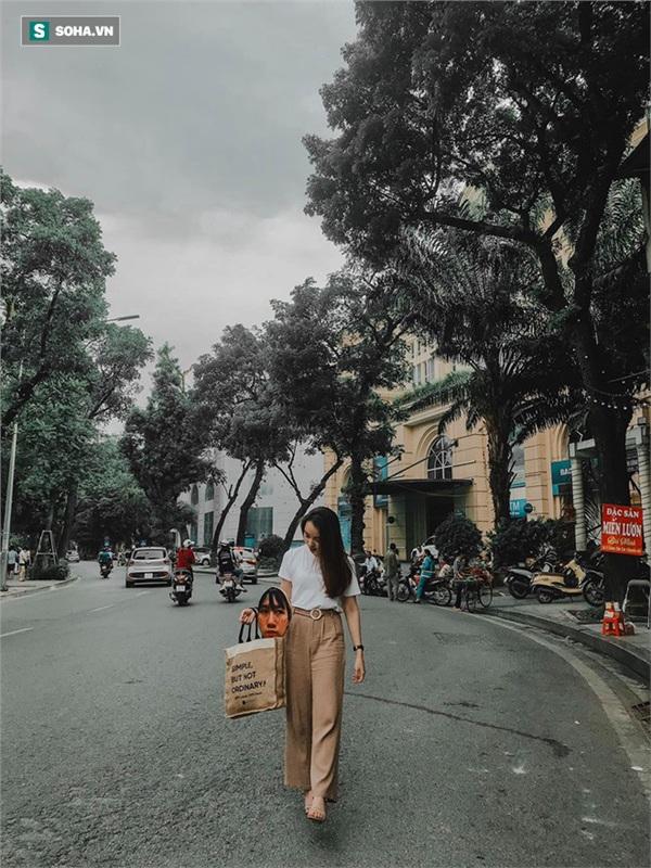 Cô gái mang chiếc mặt nạ độc đáo đi check in khắp Hà Nội khiến dân mạng 'lùng sục' tìm info vì quá dễ thương 0