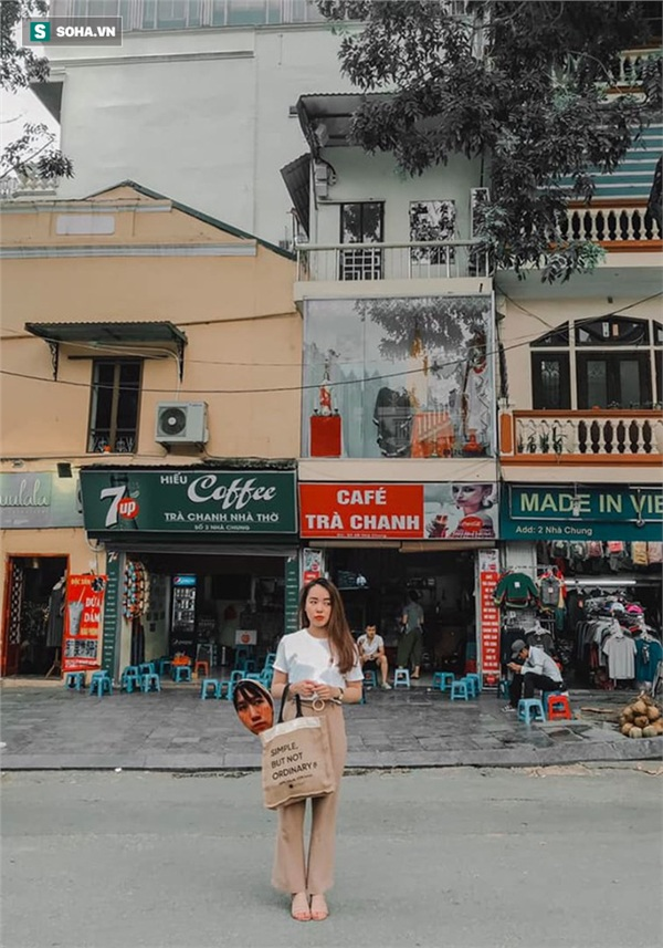 Cô gái mang chiếc mặt nạ độc đáo đi check in khắp Hà Nội khiến dân mạng 'lùng sục' tìm info vì quá dễ thương 2
