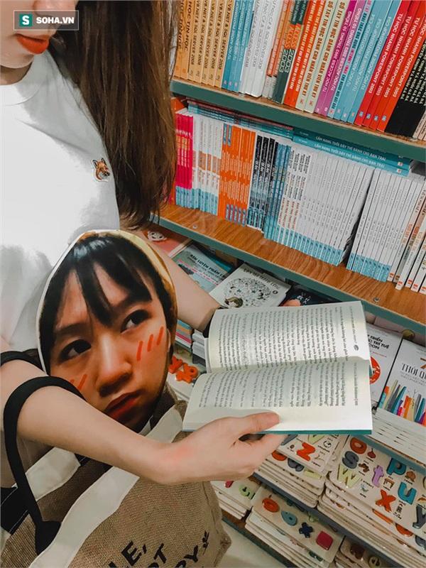 Cô gái mang chiếc mặt nạ độc đáo đi check in khắp Hà Nội khiến dân mạng 'lùng sục' tìm info vì quá dễ thương 4