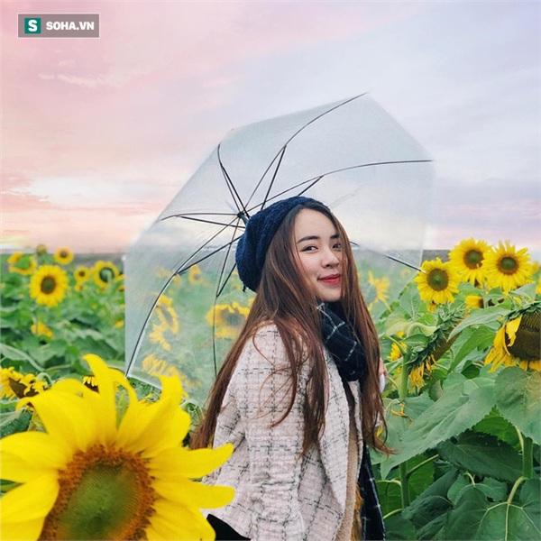 Cô gái mang chiếc mặt nạ độc đáo đi check in khắp Hà Nội khiến dân mạng 'lùng sục' tìm info vì quá dễ thương 11