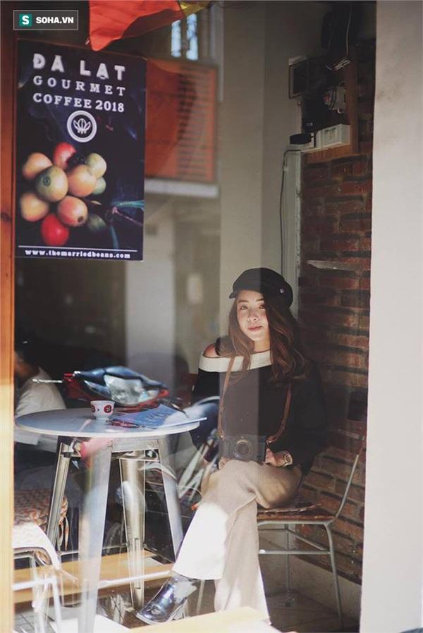 Cô gái mang chiếc mặt nạ độc đáo đi check in khắp Hà Nội khiến dân mạng 'lùng sục' tìm info vì quá dễ thương 12
