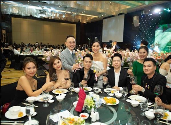 Các khách mời Vân Hugo, MC Thu Hoài, Thái Dũng, ca sĩ Lê Hiếu, Khắc Việt