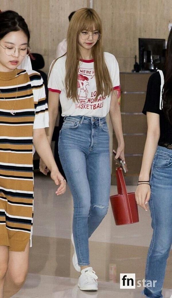 4 công thức thời trang sân bay được sao Hàn 'xào đi xào lại'là gợi ý hay ho cho nàng mix đồ ngày hè 10