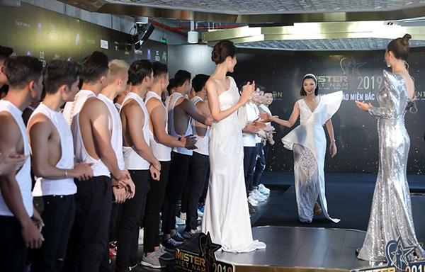 Phản ứng của Hoa hậu Thu Thủy khi nhìn thấydàn nam thần 6 múi tại cuộc thi Mister Vietnam 2019 1