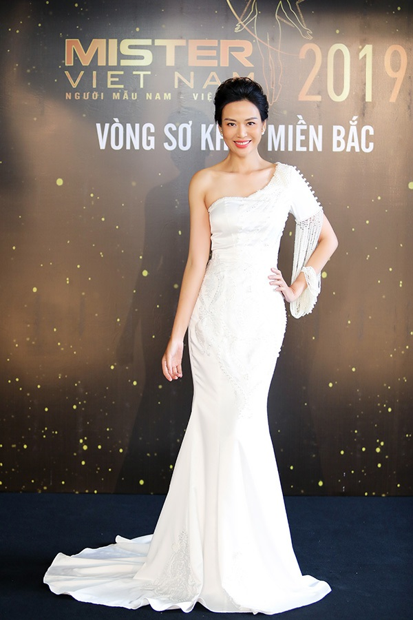Phản ứng của Hoa hậu Thu Thủy khi nhìn thấydàn nam thần 6 múi tại cuộc thi Mister Vietnam 2019 8
