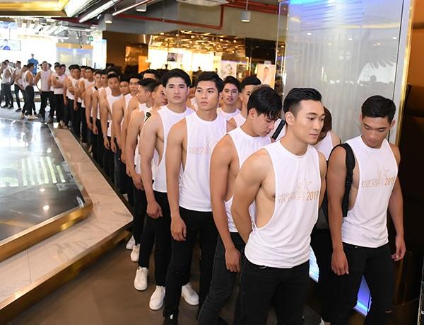 Phản ứng của Hoa hậu Thu Thủy khi nhìn thấydàn nam thần 6 múi tại cuộc thi Mister Vietnam 2019 10