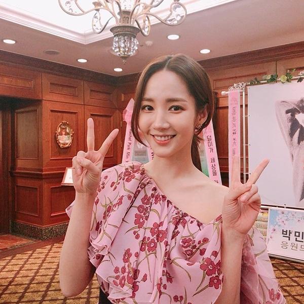 Jennie thắng thế trước hai mỹ nhân Joy và Park Min Young khi cùng diện chiếc đầm trăm triệu nhờ đôi chân cực phẩm? 5