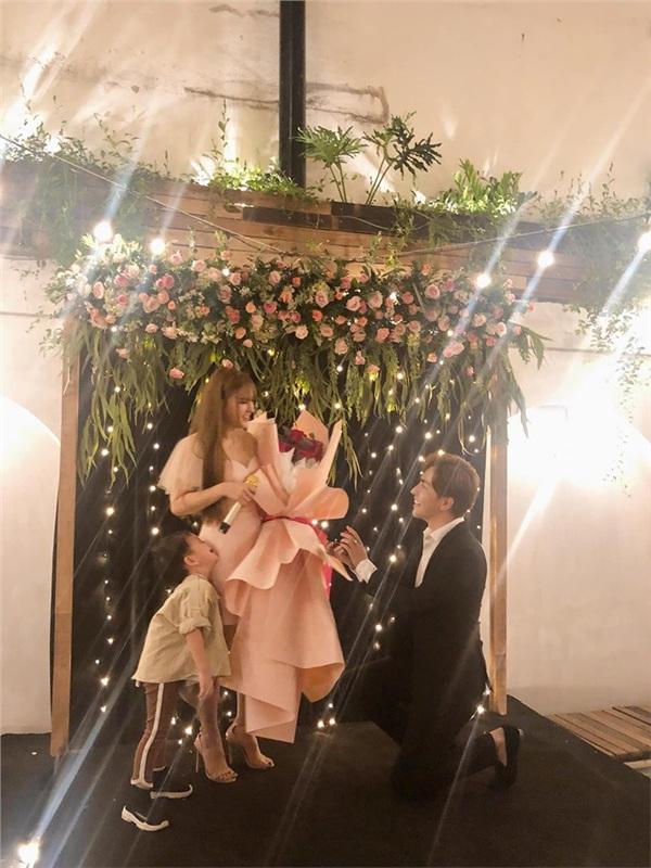 Rò rỉ thiệp cưới của Thu Thủy, cư dân mạng xôn xao thông tin nữ ca sĩ cưới chạy bầu 2