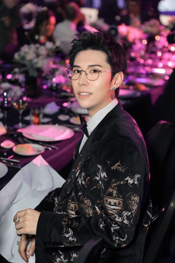 Tổng tài trong truyền thuyết đã xuất hiện rồi: 24 tuổi, đẹp trai như tài tử, sở hữu thương hiệu trang sứcnổi tiếng thế giới 6