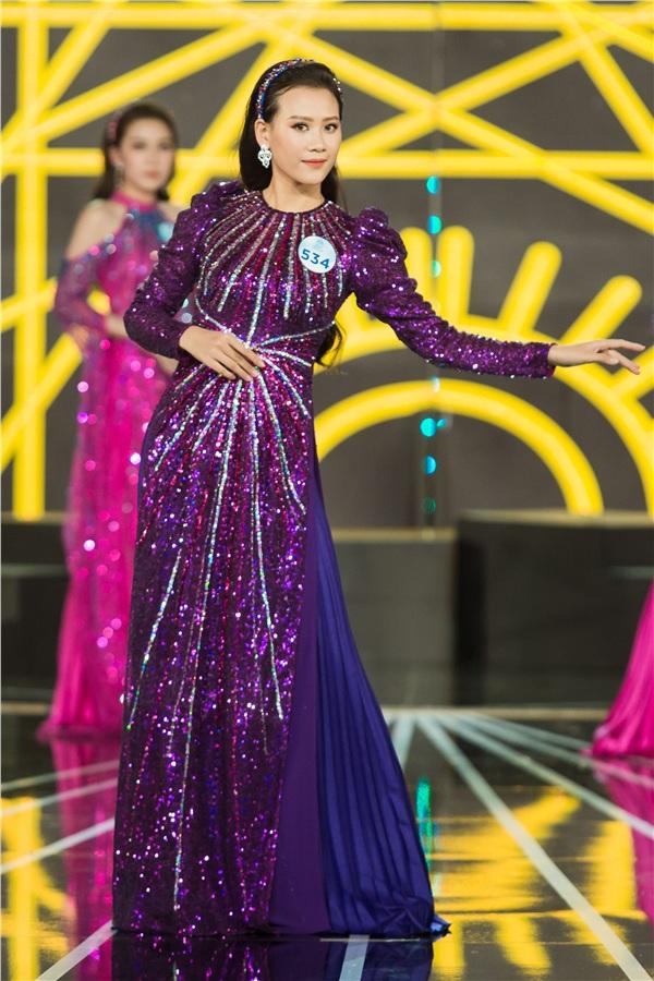 Chung khảo Miss World Việt Nam 2019 KV phía Nam: Dàn thí sinh bị chê catwalk cứng đờ, nhan sắc kém nổi bật 0